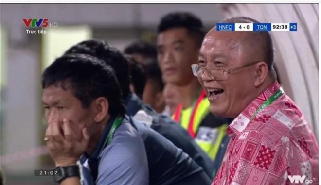 """Chủ tịch CLB Than Quảng Ninh: """"Đội thua không cười thì khóc à?"""" - Ảnh 1."""