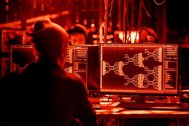 Từ nữ sinh nghiện game thành chuyên gia bảo mật của Viettel: Thường xuyên làm cú đêm, đóng vai hacker để bảo vệ hệ thống - Ảnh 3.