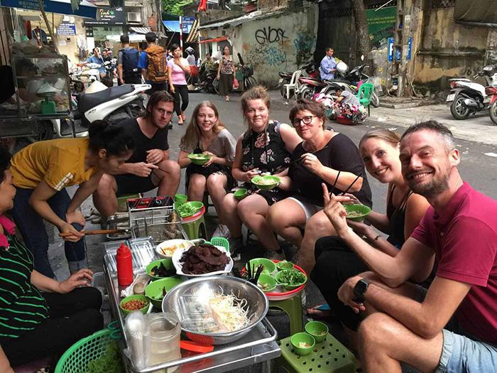 Du lịch 2021: Hà Nội và Huế lọt Top 10 điểm đến ẩm thực lý tưởng nhất Đông Nam Á - Ảnh 2.