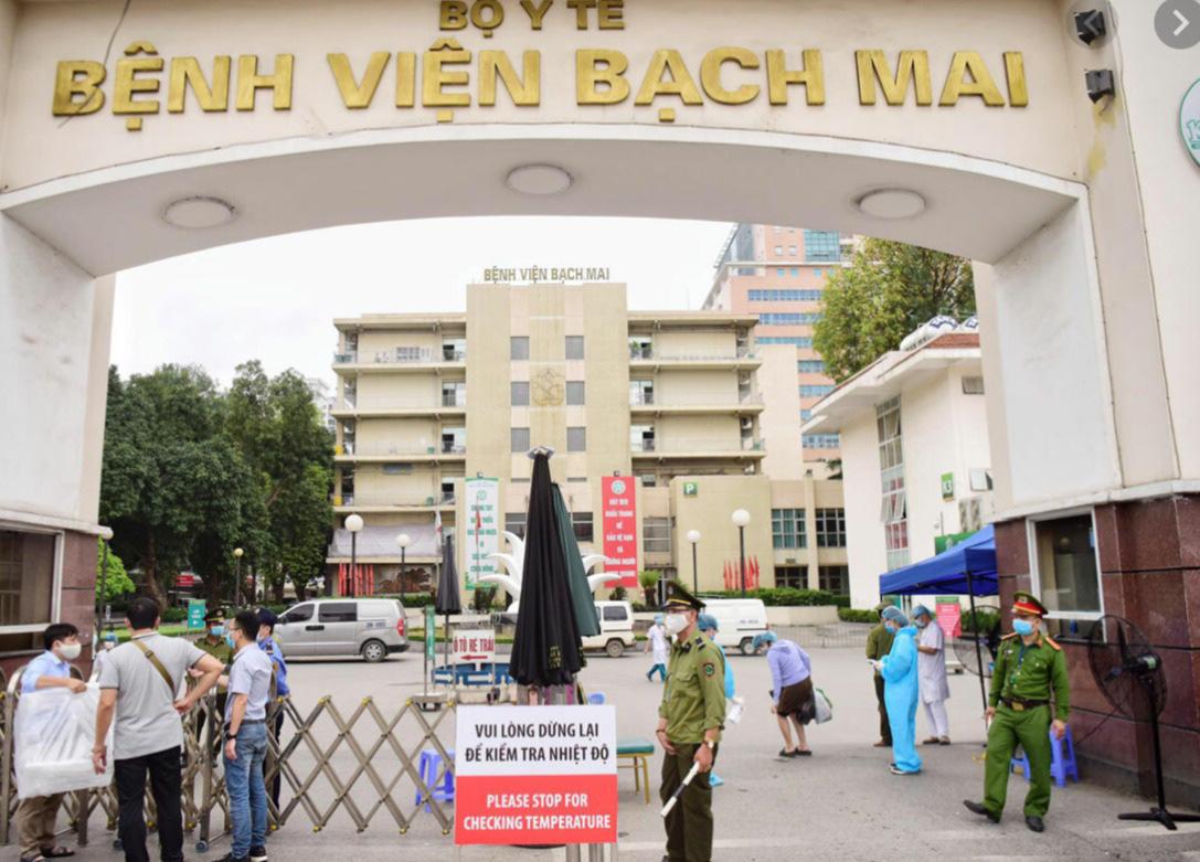 Giám đốc BV Bạch Mai lên tiếng vụ 100 đơn xin nghỉ việc - Ảnh 1.