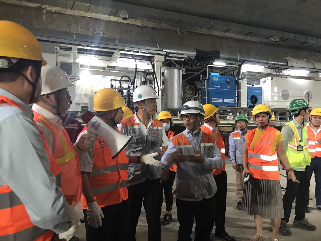 Đoàn kiểm tra  công tác đảm bảo an toàn vệ sinh lao động tại khu đào hầm tàu điện ngầm Kim Mã (Hà Nội) thuộc Dự án Metro line 3 . Ảnh: N.T