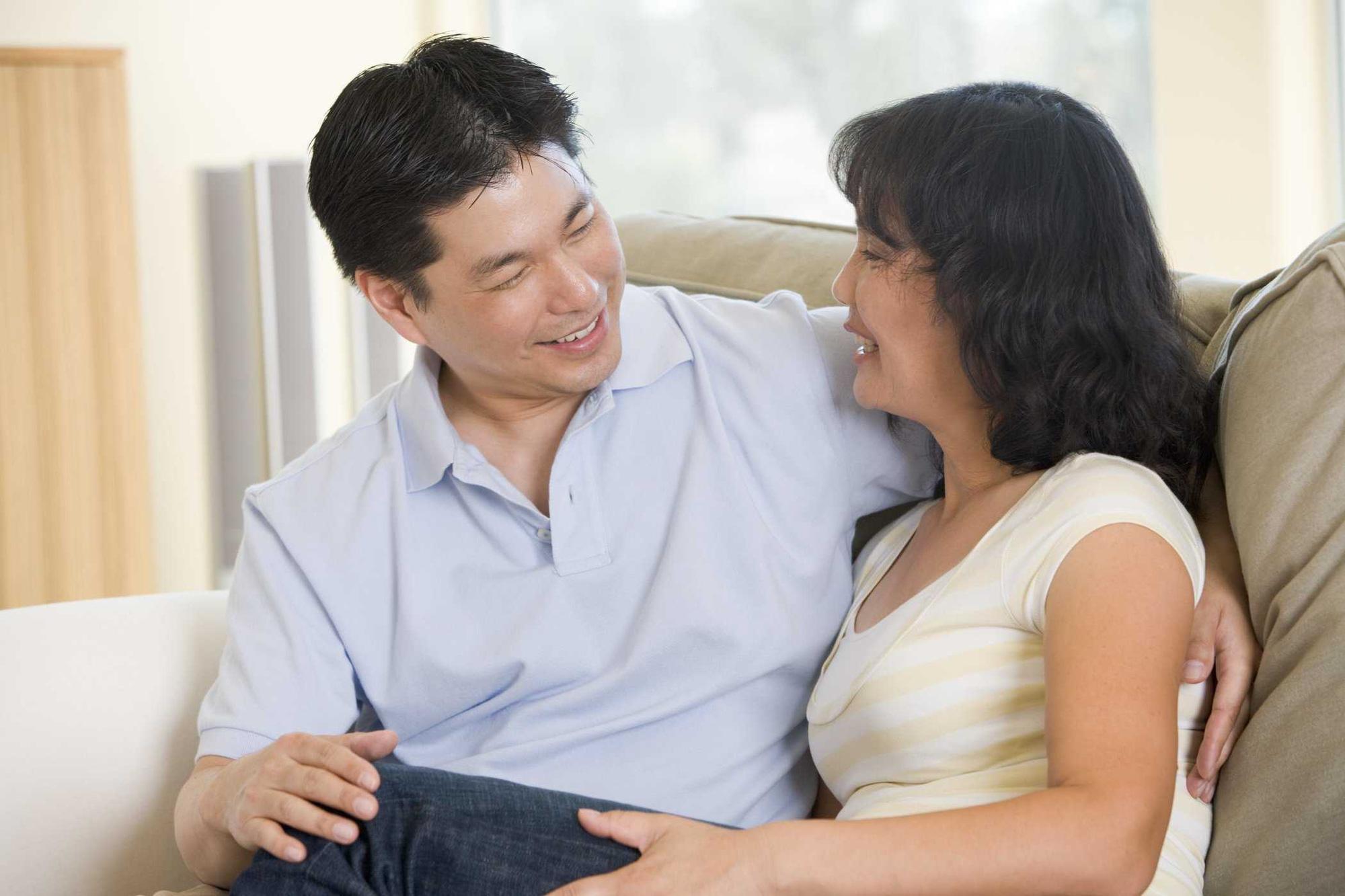 """Vừa tái hôn của chị giúp việc 48 tuổi đã tức """"cành họng"""", chạy """"mất dép"""" - Ảnh 2."""