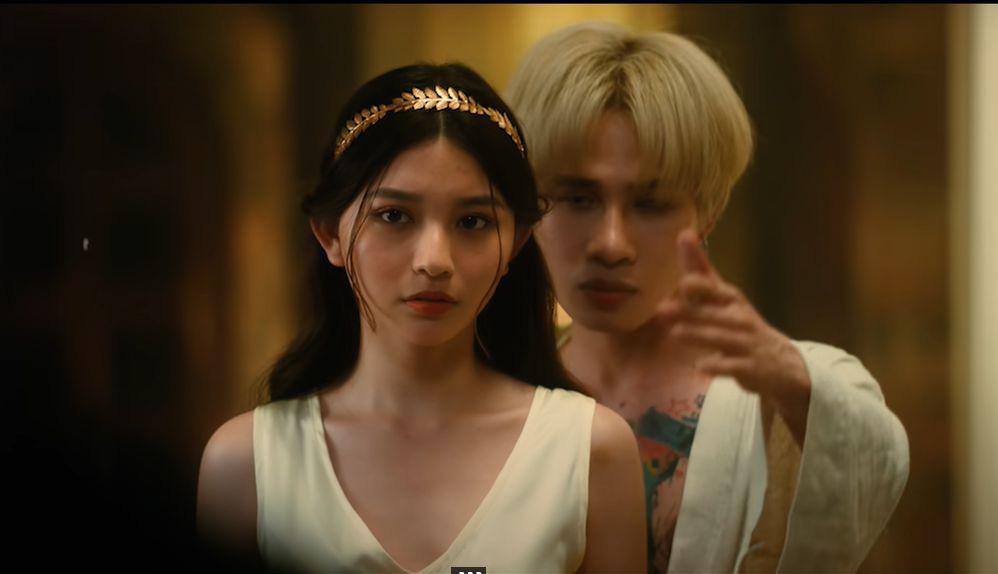 Bâu - nữ chính gợi cảm trong MV mới của Jack - Ảnh 1.