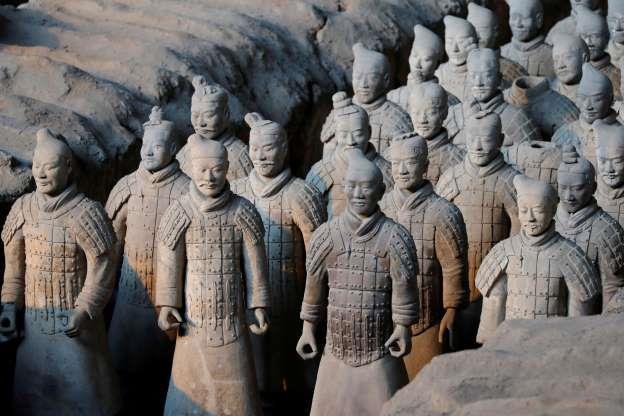 Vua chúa Trung Hoa xưa khi chết thường bắt người sống chết cùng, vì sao Tần Thủy Hoàng dùng tượng binh mã để tuẫn táng? - Ảnh 3.