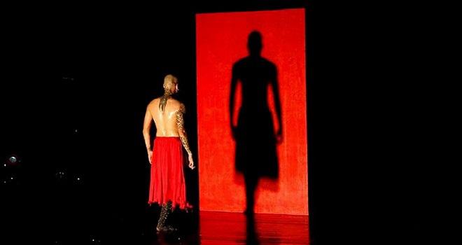 Lần đầu tiên có diễn kết hợp múa đương đại với nghệ thuật Tuồng - Ảnh 2.