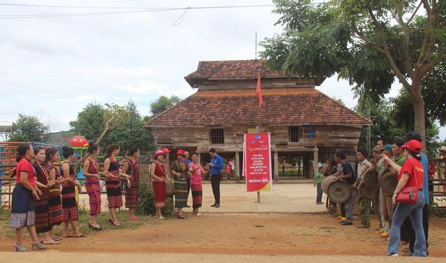 Kon Tum: Chiêm ngưỡng ngôi làng, nơi một tiếng gà gáy cả 3 nước đều nghe - Ảnh 3.