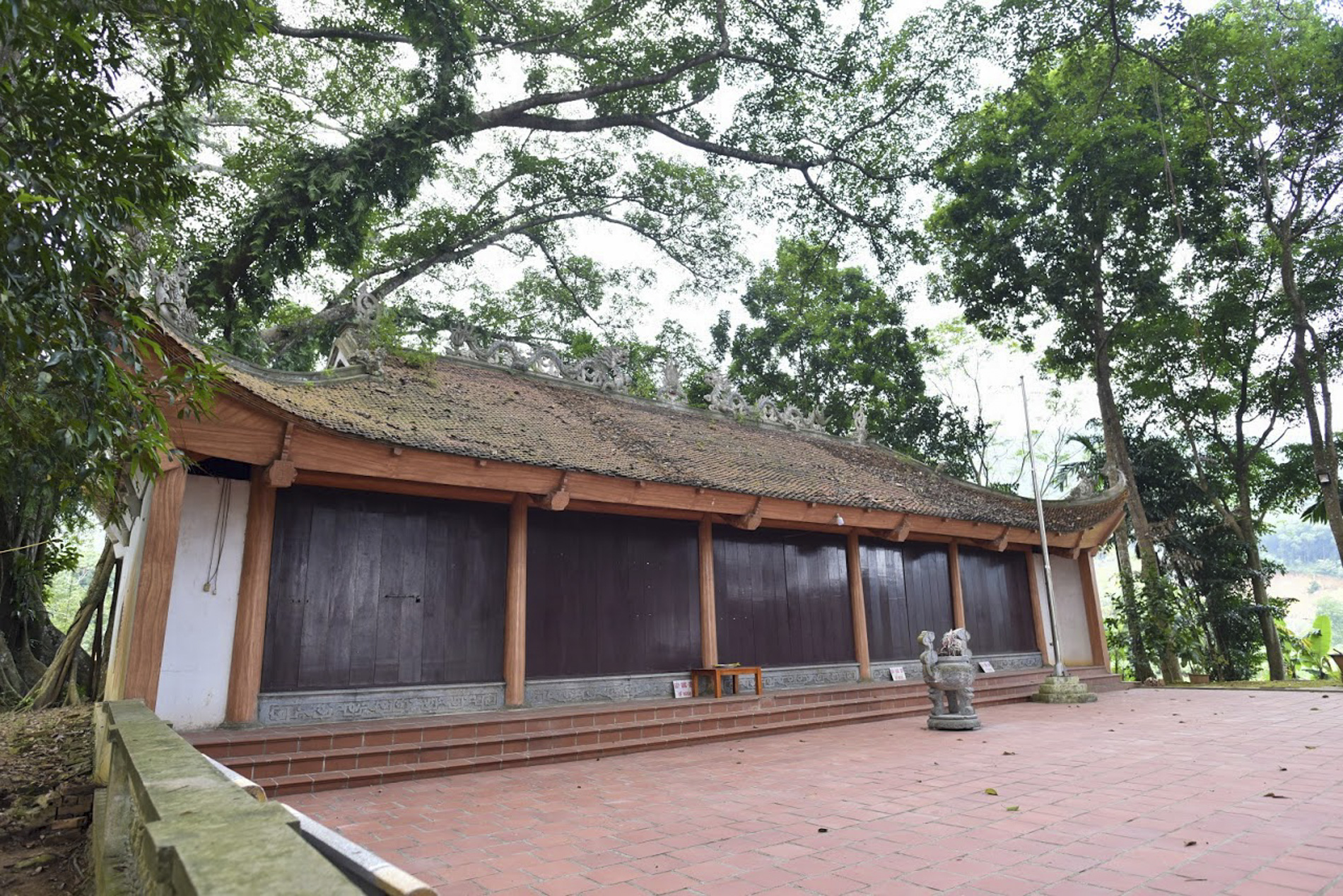 """Chiêm ngưỡng """"báu vật"""" xanh bên đền cổ thờ Tản Viên Sơn Thánh - Ảnh 4."""