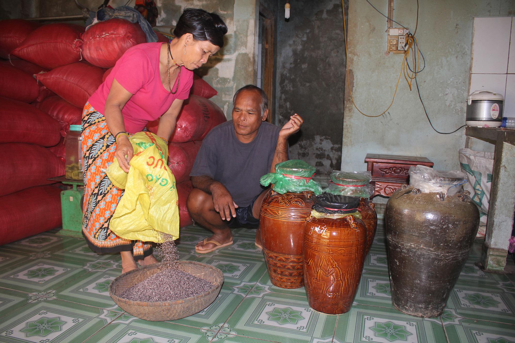 Kon Tum: Chiêm ngưỡng ngôi làng, nơi một tiếng gà gáy cả 3 nước đều nghe - Ảnh 8.