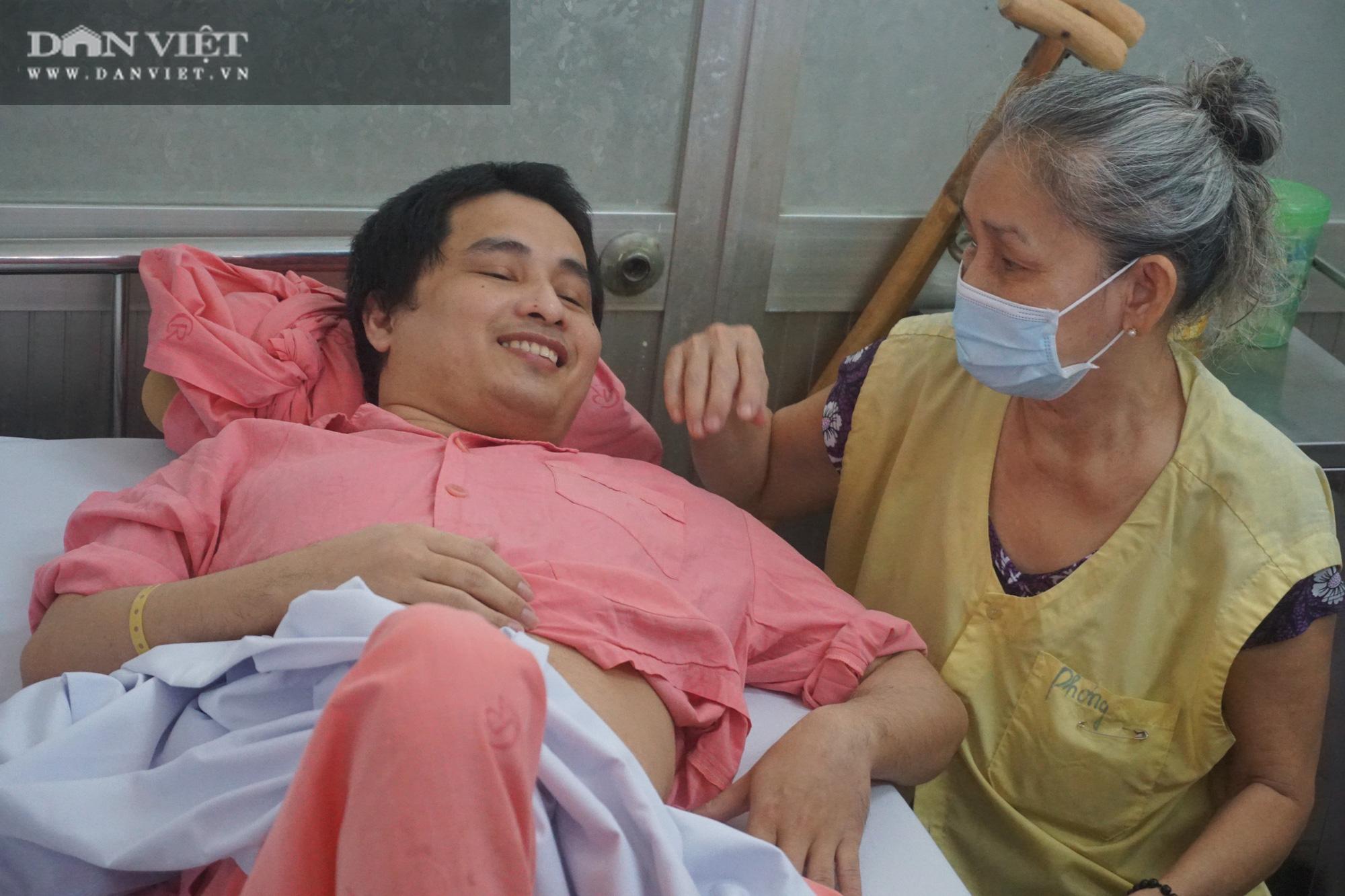 Hành trình gập ghềnh và sự kiên trì vô bờ của người mẹ 11 năm song hành cùng con trong bệnh viện - Ảnh 1.
