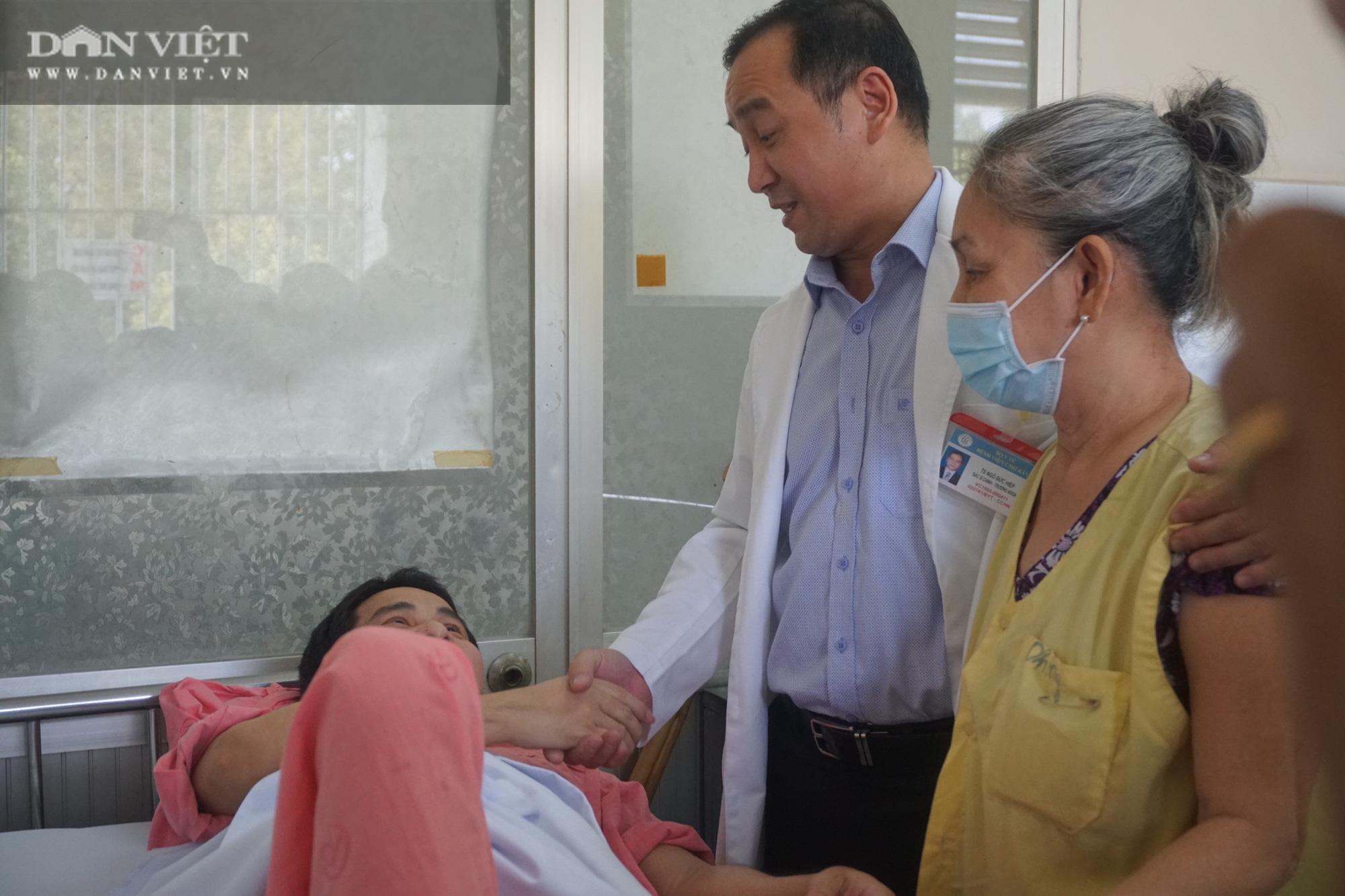 Hành trình gập ghềnh và sự kiên trì vô bờ của người mẹ 11 năm song hành cùng con trong bệnh viện - Ảnh 4.