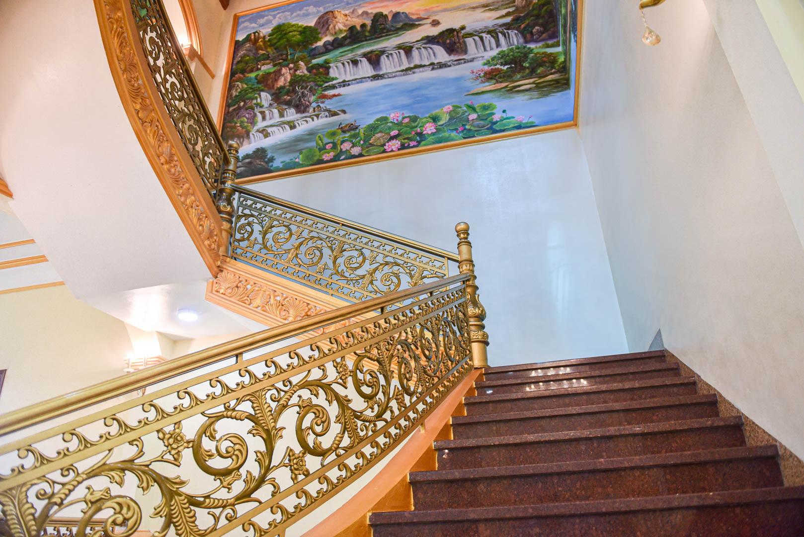 """Lâu đài """"dát vàng"""", bên trong toàn nội thất đắt đỏ của đại gia ở Hưng Yên - Ảnh 7."""