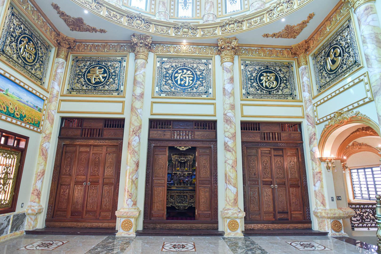 """Lâu đài """"dát vàng"""", bên trong toàn nội thất đắt đỏ của đại gia ở Hưng Yên - Ảnh 11."""