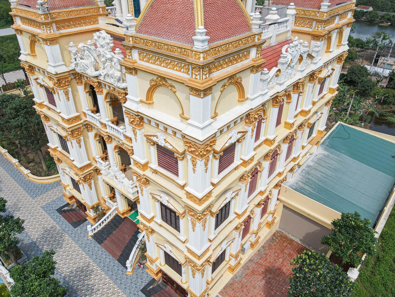 """Lâu đài """"dát vàng"""", bên trong toàn nội thất đắt đỏ của đại gia ở Hưng Yên - Ảnh 12."""