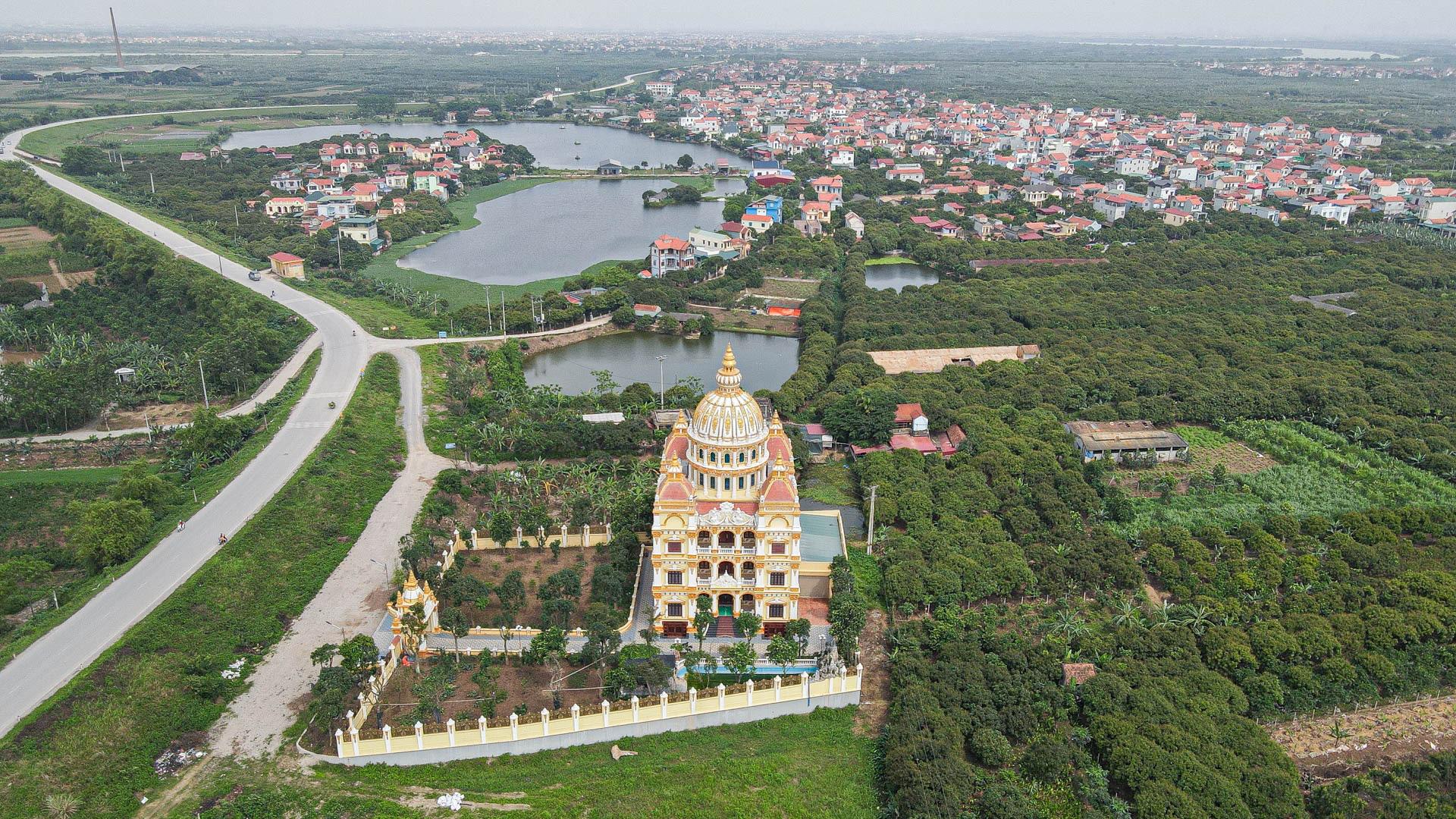 """Lâu đài """"dát vàng"""", bên trong toàn nội thất đắt đỏ của đại gia ở Hưng Yên - Ảnh 14."""