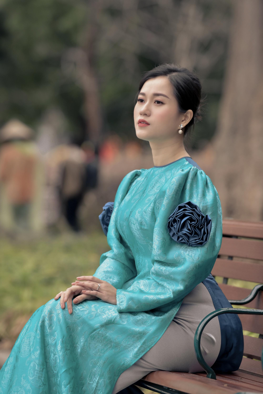 """Lâm Vỹ Dạ """"lột xác"""" xinh đẹp mong manh như nàng thơ nhờ mặc áo dài - Ảnh 1."""