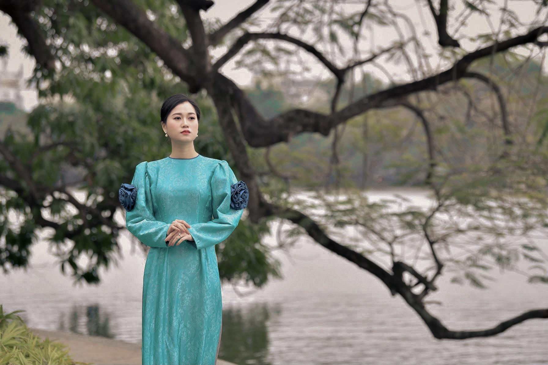 """Lâm Vỹ Dạ """"lột xác"""" xinh đẹp mong manh như nàng thơ nhờ mặc áo dài - Ảnh 5."""