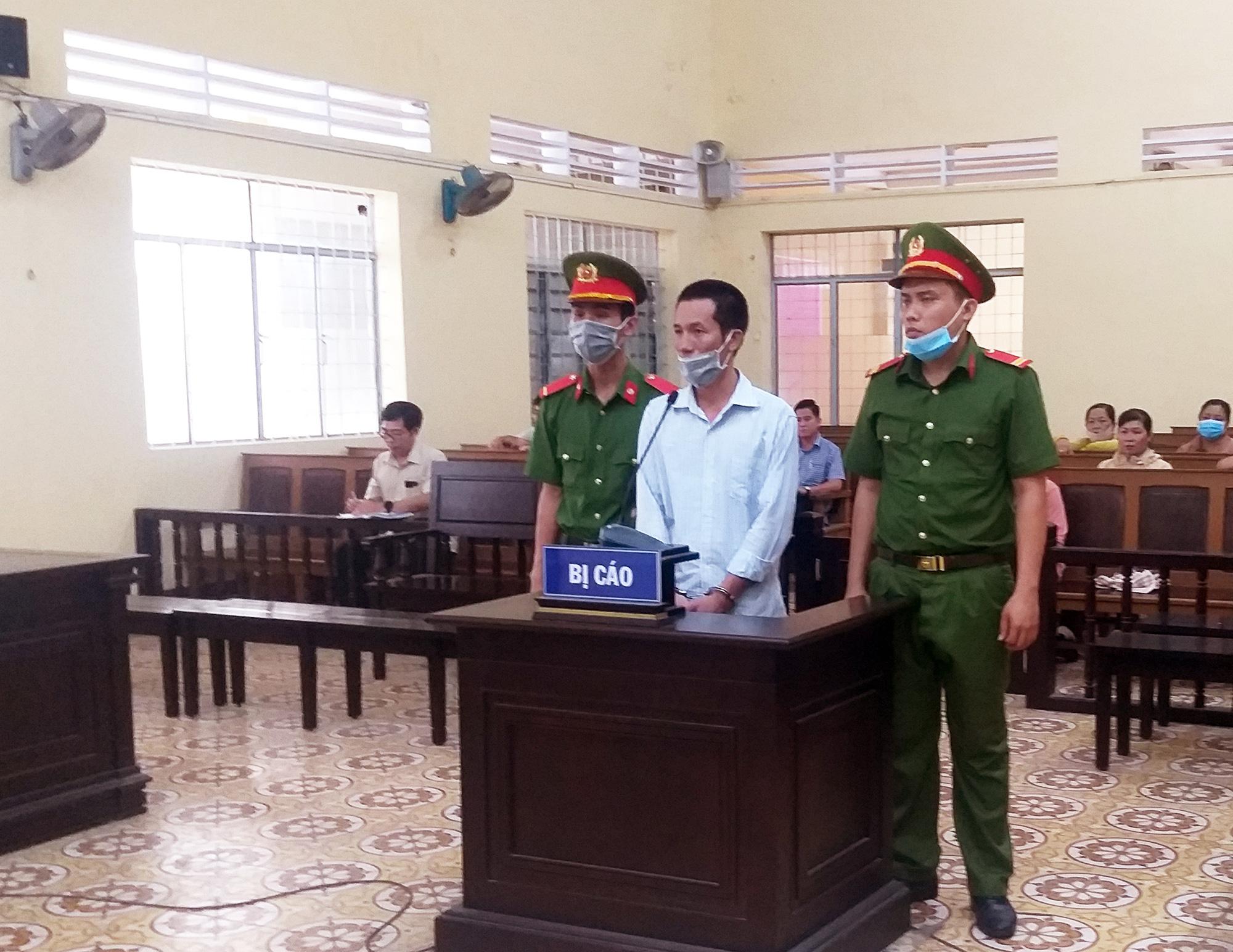 Cà Mau: Dùng tàu cá chở người nhập cảnh trái phép, 2 bị cáo lãnh án - Ảnh 1.