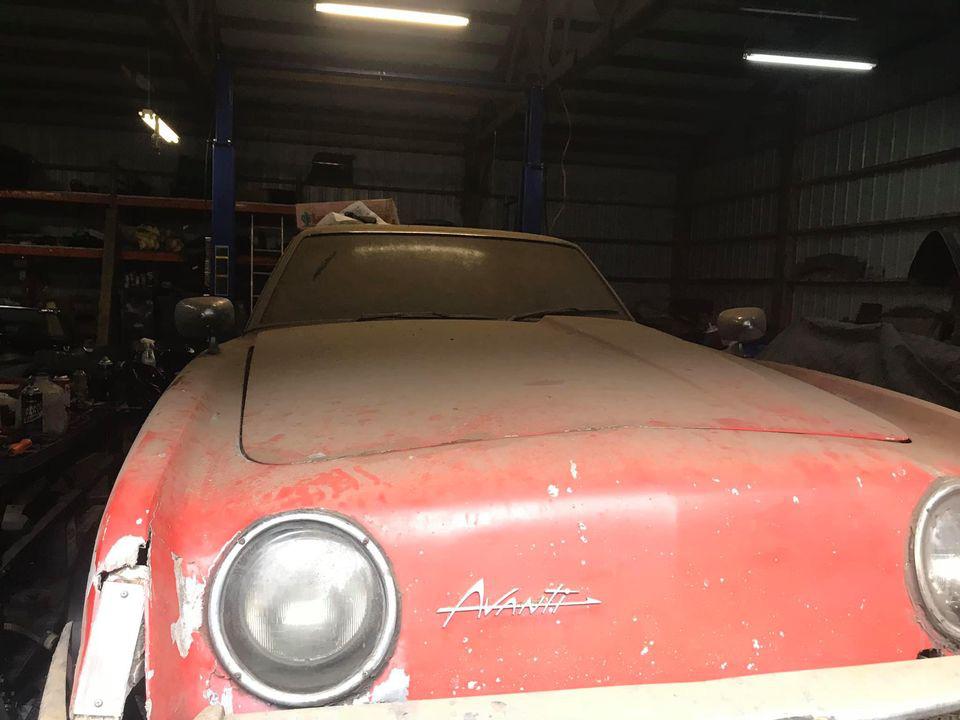 """Chiếc Studebaker Avanti 1963 từng phá vỡ 29 kỷ lục tốc độ, """"ngủ yên"""" 40 năm chờ ngày tái xuất - Ảnh 4."""