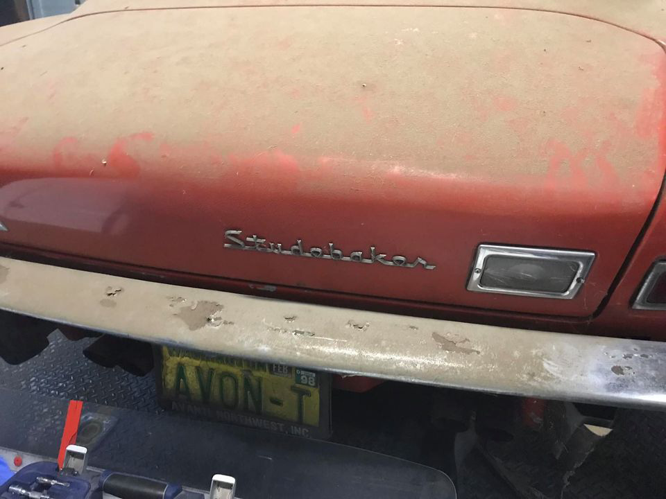 """Chiếc Studebaker Avanti 1963 từng phá vỡ 29 kỷ lục tốc độ, """"ngủ yên"""" 40 năm chờ ngày tái xuất - Ảnh 1."""