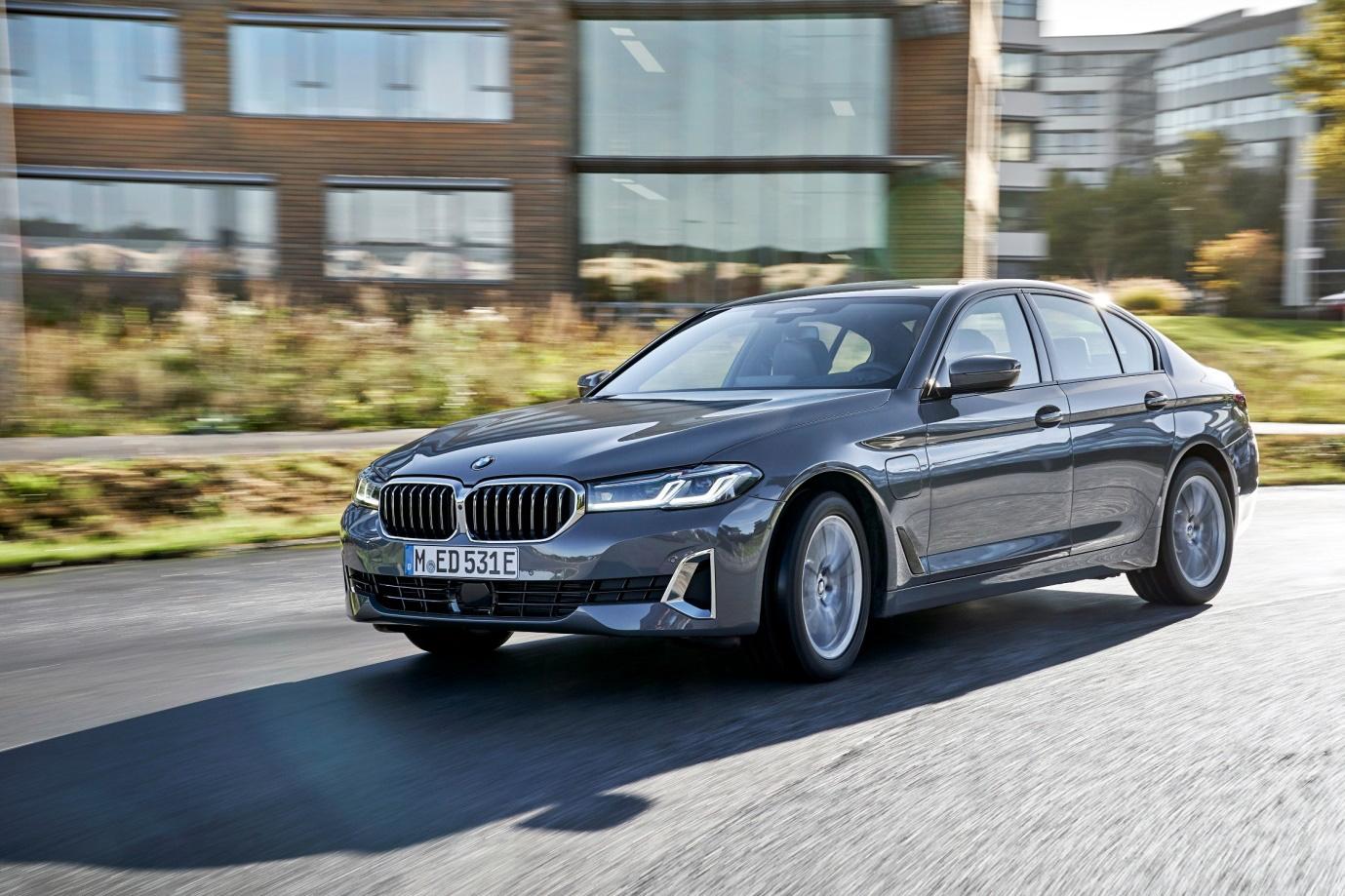 BMW 5 Series phiên bản mới sắp ra mắt tại Việt Nam - Ảnh 1.