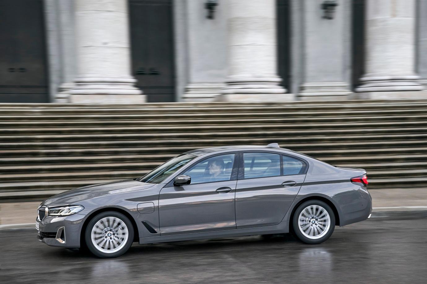 BMW 5 Series phiên bản mới sắp ra mắt tại Việt Nam - Ảnh 2.