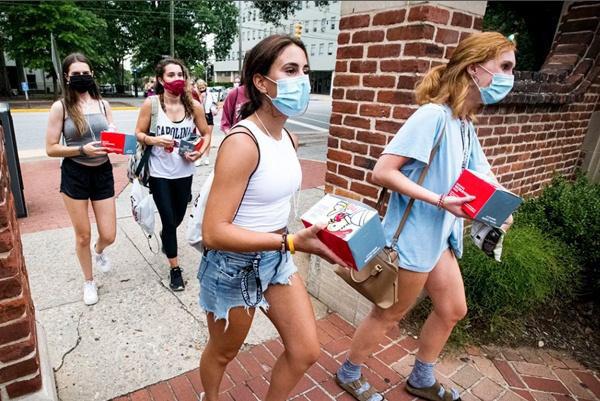 Tranh cãi: Nhiều trường Đại học ở Mỹ yêu cầu sinh viên phải tiêm vắc xin Covid-19 trước năm học mới - Ảnh 4.