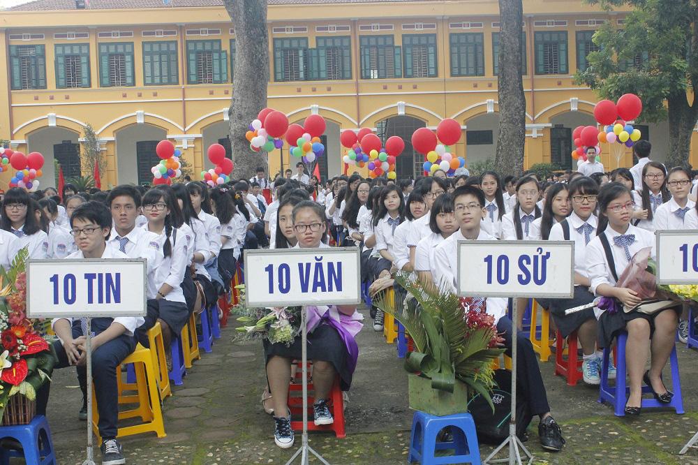 """Tuyển sinh lớp 10 THPT tại Hà Nội: Được """"linh hoạt"""" trong đăng ký, thí sinh có đổ dồn vào các trường """"tốp đầu""""? - Ảnh 1."""