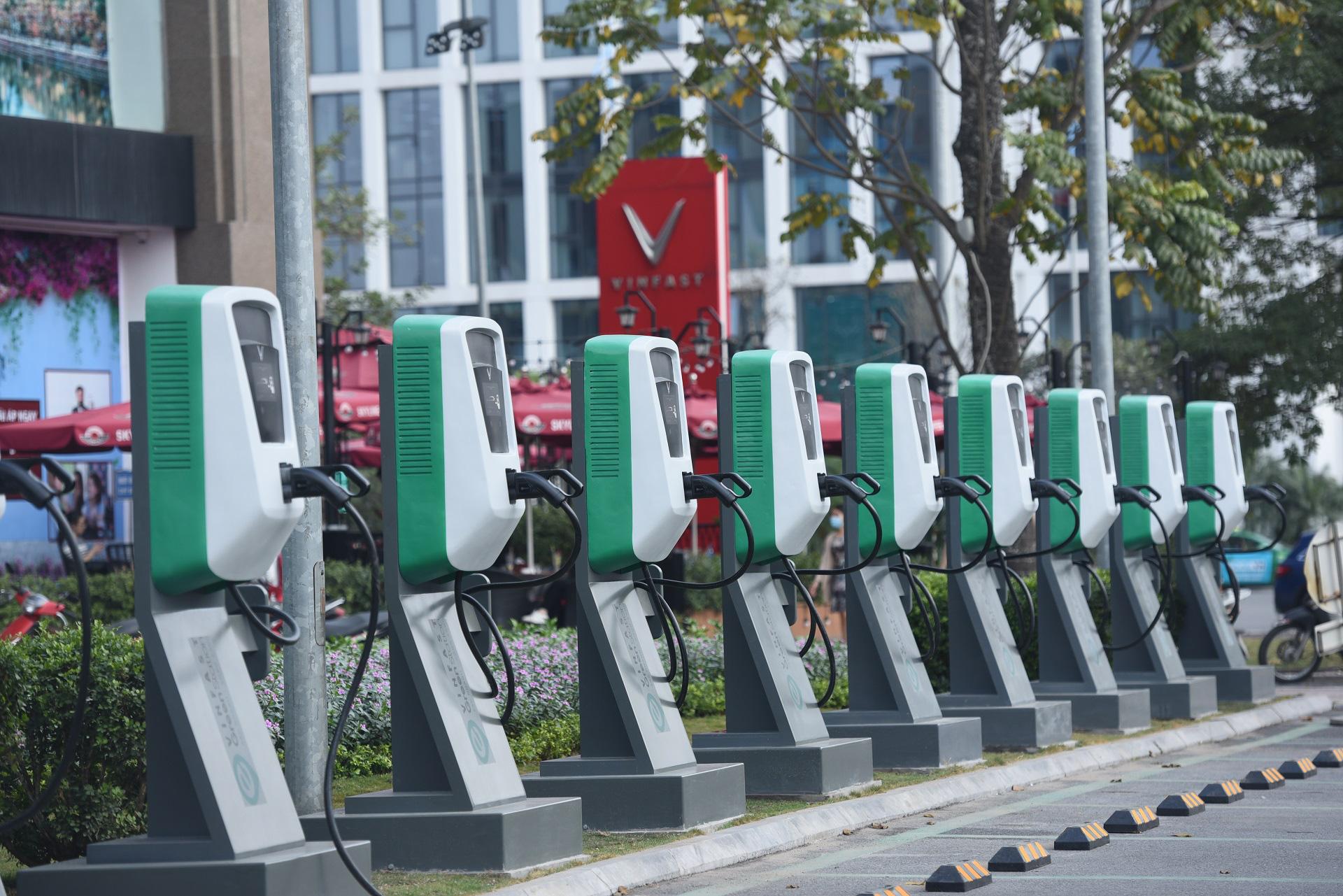 VinFast xóa bỏ rào cản với ô tô điện tại Việt Nam như thế nào? - Ảnh 1.