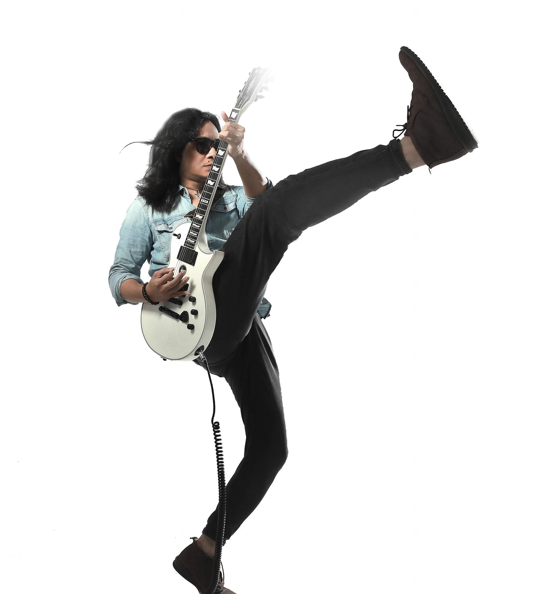Guitarist Trần Tuấn Hùng.