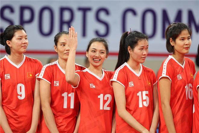Hoa khôi bóng chuyền Việt Nam cao 1,74 m được báo chí thế giới khen ngợi - Ảnh 4.