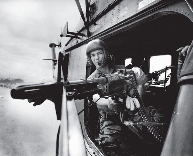"""Điểm """"cận kề cái chết"""" trên trực thăng UH-1 của Mỹ khi tham chiến ở Việt Nam - Ảnh 4."""