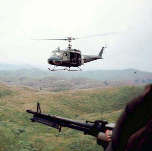 """Điểm """"cận kề cái chết"""" trên trực thăng UH-1 của Mỹ khi tham chiến ở Việt Nam - Ảnh 5."""