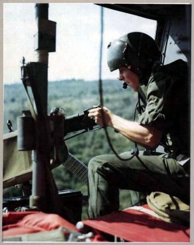 """Điểm """"cận kề cái chết"""" trên trực thăng UH-1 của Mỹ khi tham chiến ở Việt Nam - Ảnh 9."""