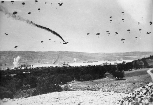 Vì sao Adolf Hitler cấm thuộc hạ triển khai lính dù đánh chiếm các đảo? - Ảnh 1.