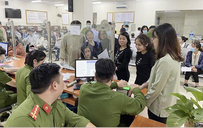 Công an Hà Nội thay đổi địa điểm cấp Căn cước công dân gắn chip - Ảnh 1.