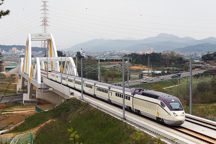 """""""Giải cứu"""" đường sắt: Đi tìm mô hình quản lý hạ tầng đường sắt?  - Ảnh 1."""