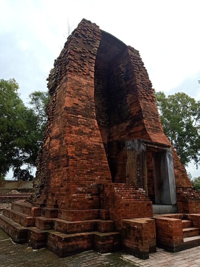 """Tòa tháp cổ ngàn năm tuổi có kiến túc nghệ thuật độc đáo ở xứ """"Công tử Bạc Liêu"""" độc, lạ như thế nào? - Ảnh 3."""