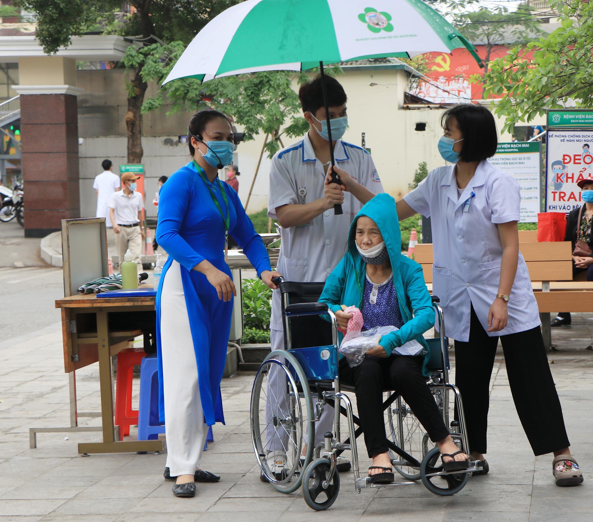 """Lãnh đạo Bệnh viện Bạch Mai: """"Không có mất mát hy sinh nào mà không có kết quả"""" - Ảnh 2."""