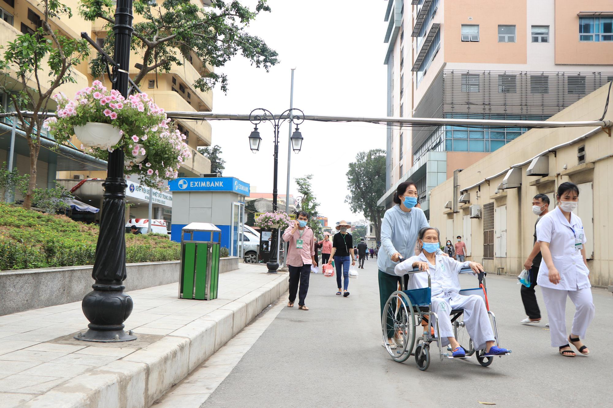 """Phó giám đốc Bệnh viện Bạch Mai: """"Sẽ dần triệt tiêu thu nhập không đúng, những nhóm lợi ích"""" - Ảnh 7."""
