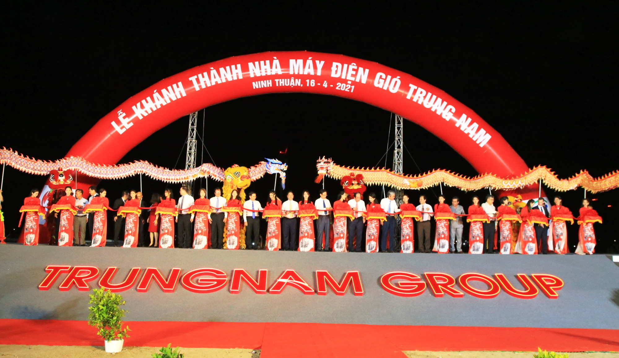 Ninh Thuận: Khánh thành nhà máy điện gió lớn nhất Việt Nam - Ảnh 2.