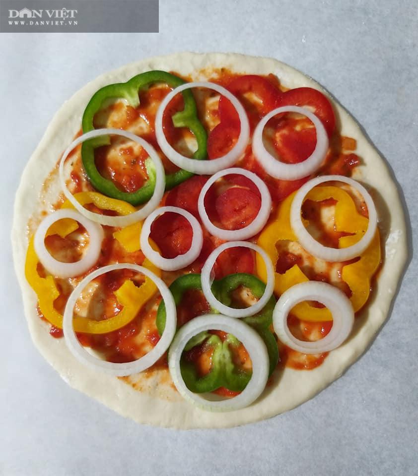 Cuối tuần vào bếp làm món pizza cá hồi xúc xích thịt xông khói - Ảnh 8.
