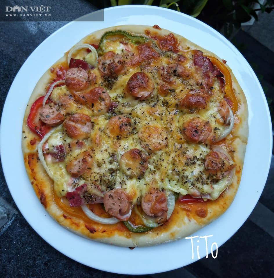 Cuối tuần vào bếp làm món pizza cá hồi xúc xích thịt xông khói - Ảnh 1.