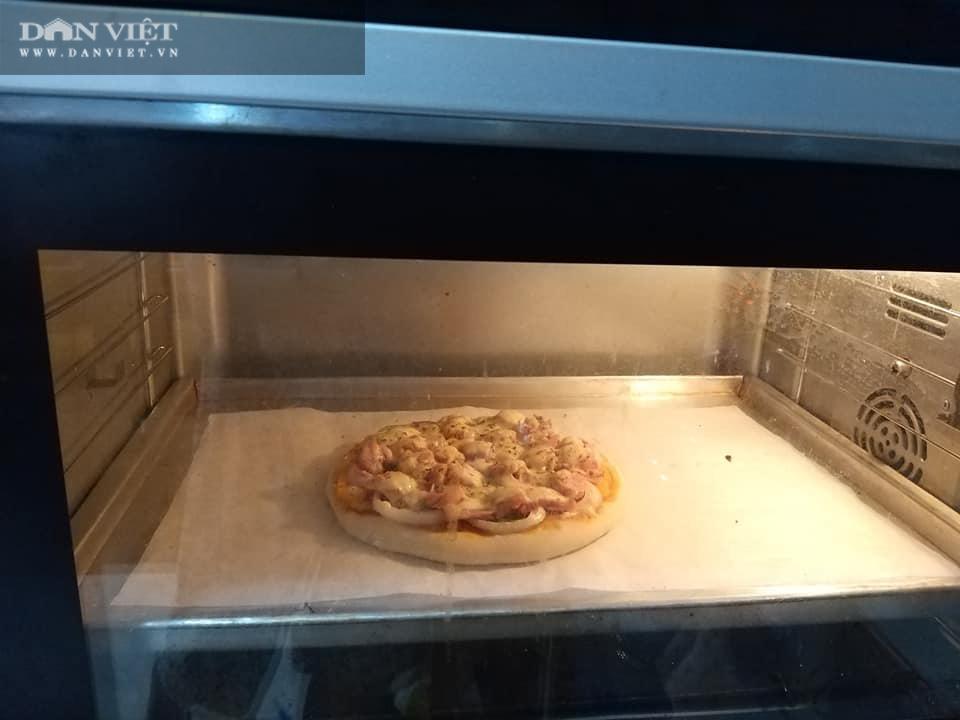 Cuối tuần vào bếp làm món pizza cá hồi xúc xích thịt xông khói - Ảnh 12.