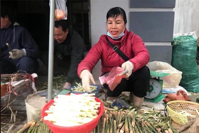 Yên Bái: Rau rừng đặc sản hóa ra là thứ mầm này, luộc, om, xào, nướng cả làng ăn ai cũng khen tấm tắc - Ảnh 1.