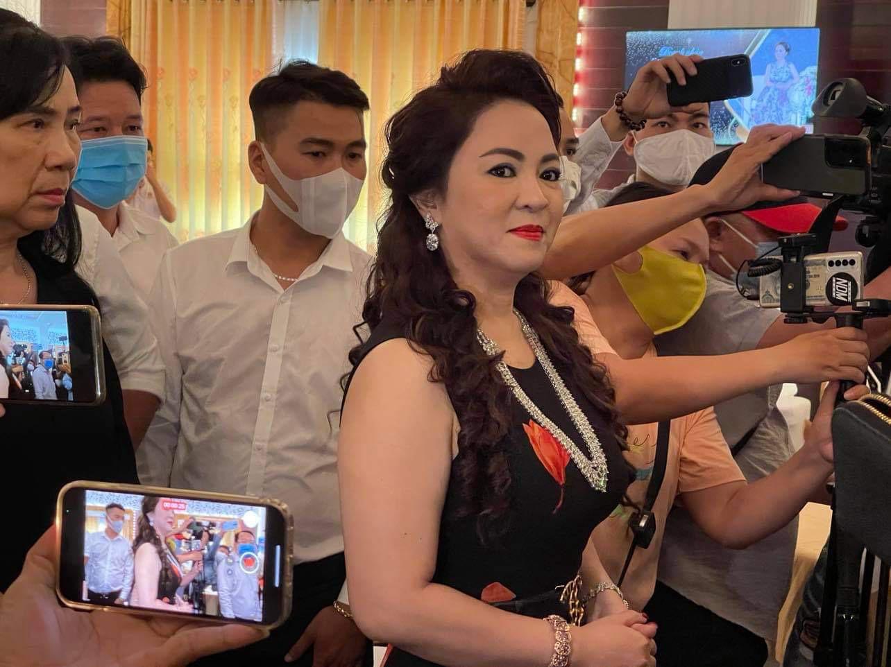 """Nóng: Bà Nguyễn Phương Hằng vợ ông Dũng """"lò vôi"""" bị phạt vì phát ngôn sai sự thật - Ảnh 1."""