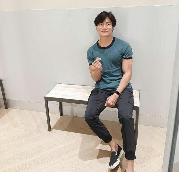 Chàng trai bán cơm bất ngờ nổi tiếng vì giống Lee Min Ho - Ảnh 3.