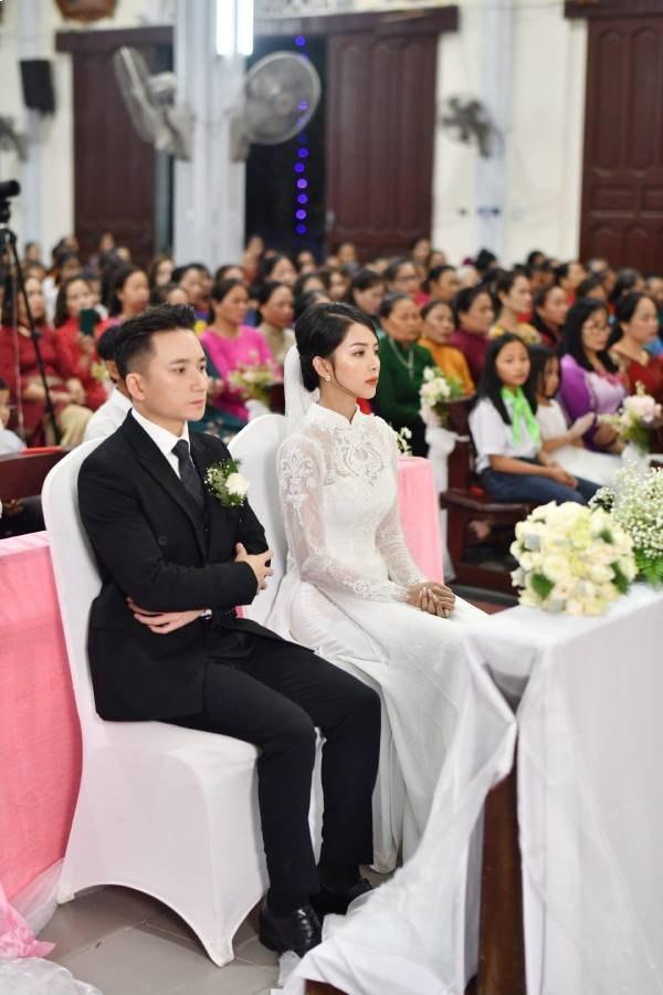 Nhan sắc vợ hot girl của Phan Mạnh Quỳnh xinh đẹp hút ánh nhìn  - Ảnh 3.