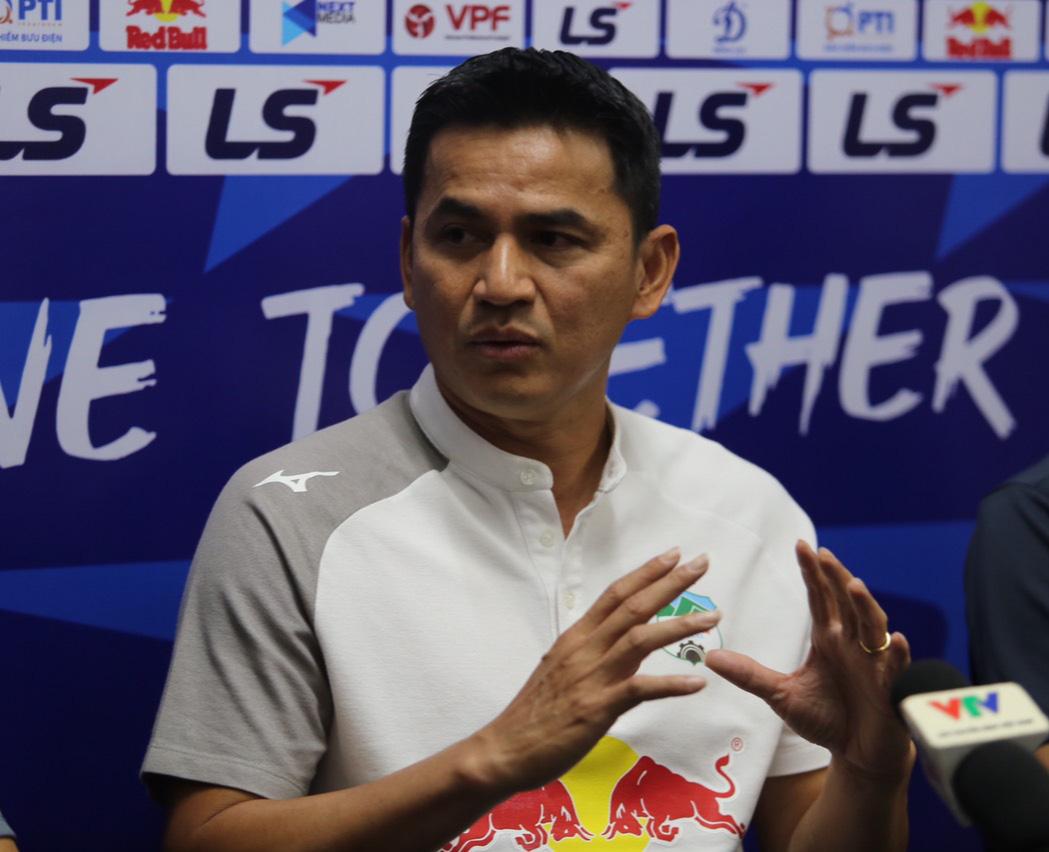 HLV Kiatisuk nói gì khi bầu Đức không dự khán HAGL đấu Hà Nội FC? - Ảnh 2.