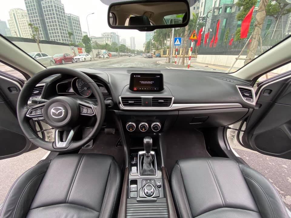 Mazda 3 màu trắng, đăng ký 2020, chạy 1 vạn 2, giá bán ngạc nhiên - Ảnh 6.