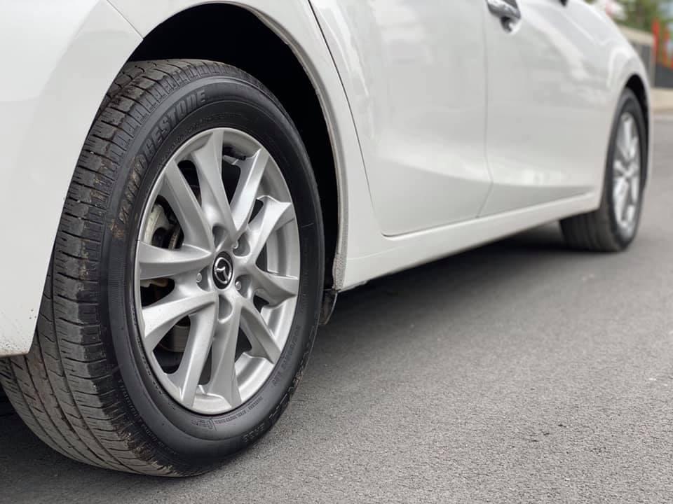 Mazda 3 màu trắng, đăng ký 2020, chạy 1 vạn 2, giá bán ngạc nhiên - Ảnh 2.